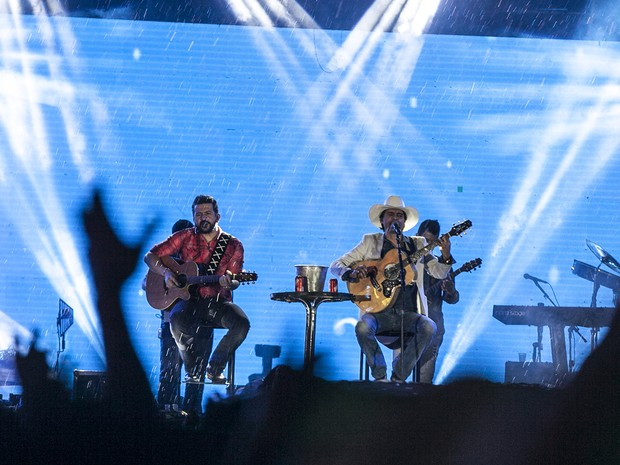 Dupla Jads & Jadson durante show no Jaguariúna Rodeo Festival  (Foto: Felipe Albertoni)