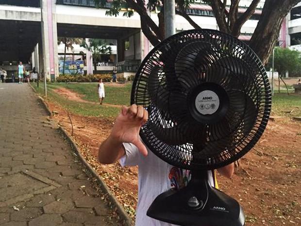 Candidata que tentou entrar com ventilador na UFMG reclamou do calor na sala: 'Indignada' (Foto: Raquel Freitas/G1)