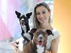 Fotografias retratam carinho entre donos e animais de estimação; veja