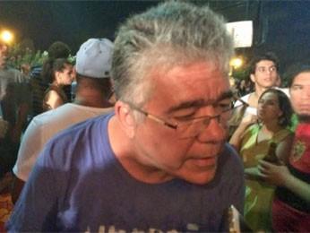 O reitor da UFPE, Anísio Brasileiro, falou para os manifestantes e defendeu o movimento (Foto: Vitor Tavares/G1)