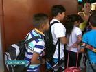 Alunos aguardam entrega de material escolar em Itapecerica da Serra