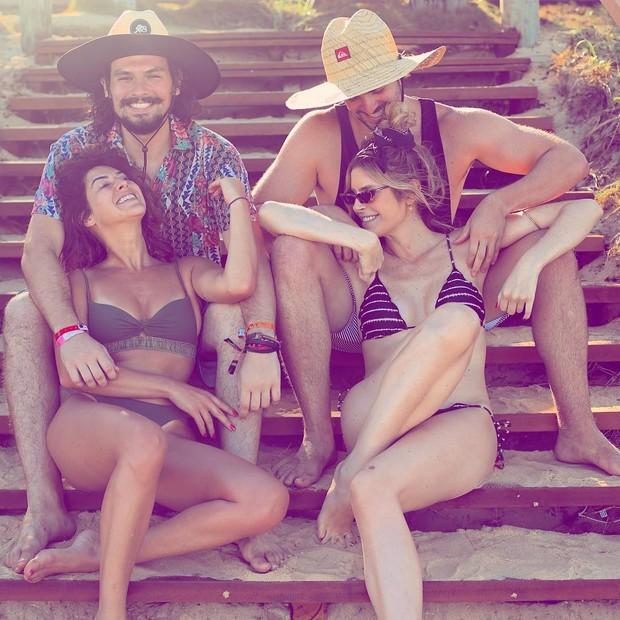 Julia Faria e Fernanda Paes Leme posam com irmãos (Foto: Reprodução/Instagram)