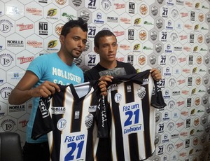Wellington e Paulinho, jogadores do Comercial-SP (Foto: João Fagiolo / Globoesporte.com)