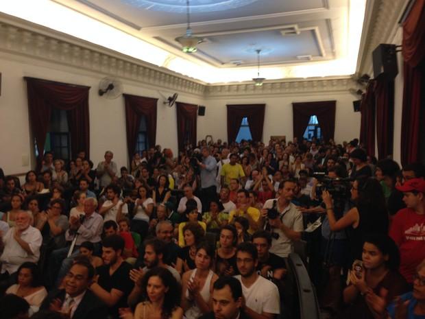 Auditório do Instituto de Filosofia e Ciências Sociais cheio (Foto: Daniel Silveira / G1)