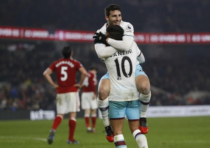 Calleri comemora com Lanzini seu primeiro gol pelos Hammers (Foto: Reuters)