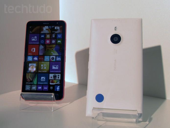 Comaparação mostra o foblet Lumia 1520 (à esquerda) ao lado do recém-lançado Lumia 730 (direita) (Foto: Paulo Alves/TechTudo)