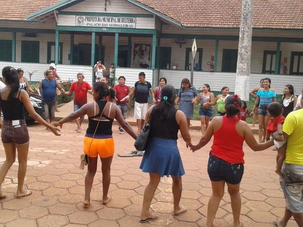 Indíenas esatvam ocupando o prédio deste o dia 29 de outubro (Foto: Ediclei Munduruku/Arquivo Pessoal)