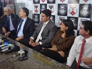 Em entrevista coletiva, o delegado Arismar Araújo explicou que as investigações começaram após denúncias (Foto: Rogério Aderbal/G1)