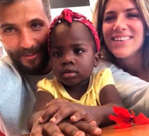 Giovanna Ewbank e Bruno Gagliasso adotaram uma menina africana de dois anos (Foto: Reprodução/Instagram)