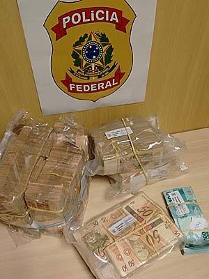 Dinheiro encontrado em casa de suspeito de envolvimento com suposta Fraude contra a Receita (Foto: PF/Divulgação)
