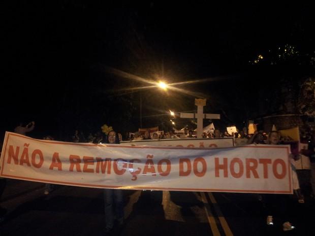 Manifestantes ocupavam Rua Pacheco Leão por volta das 18h30 (Foto: Guilherme Brito/G1)