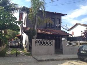 Crime aconteceu na porta da casa do jornalista Pedro Palma, no distrito Governador Portela, em Miguel Pereira (Foto: Cibele Moreira/TV Rio Sul)