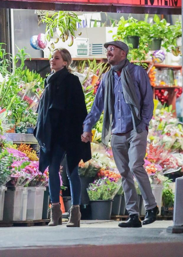 Jennifer Lawrence e Darren Aronofsky em Nova York, nos Estados Unidos (Foto: Grosby Group/ Agência)