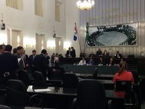 Sessão na Assembleia Legislativa de Alagoas. (Foto: Michelle Farias/G1)