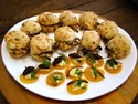 Po de queijo recheado com larvas  uma das receitas modernas com o uso de insetos