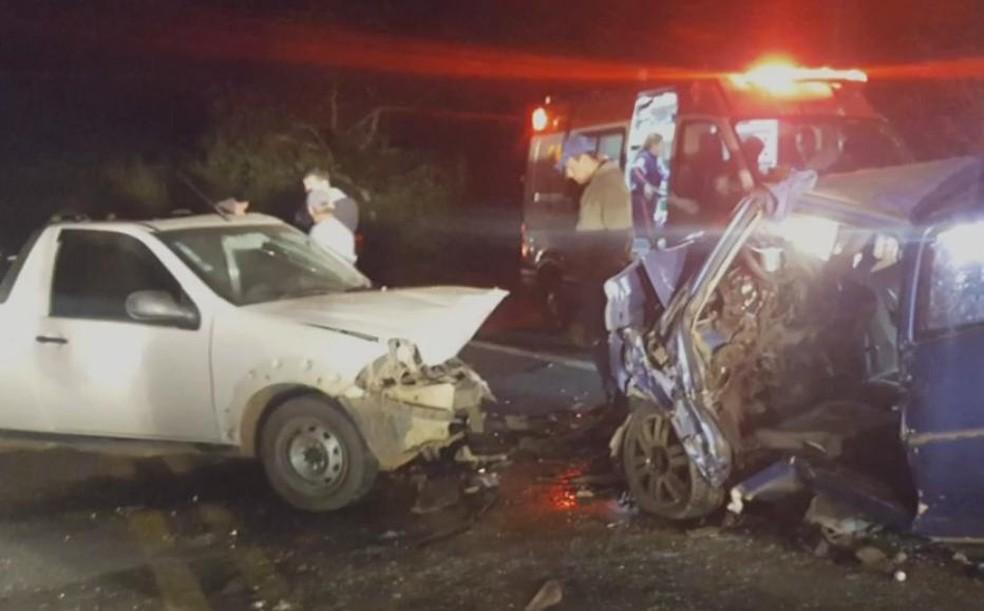 Motorista morre e quatro ficam feridos em acidente na rodovia Paulo Virgínio em Guará (Foto: Divulgação/ Corpo de Bombeiros)