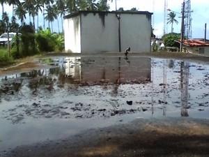 Fiscalização flagra água de SAAE próxima cemitério (Foto: Divulgação/MP)