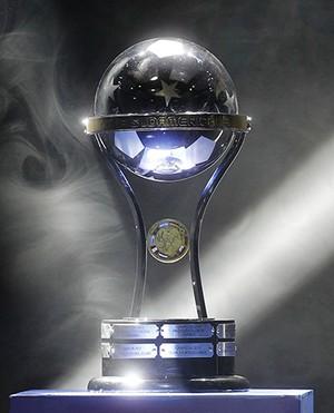 Troféu da Copa Sul-Americana (Foto: Divulgação/Conmebol)