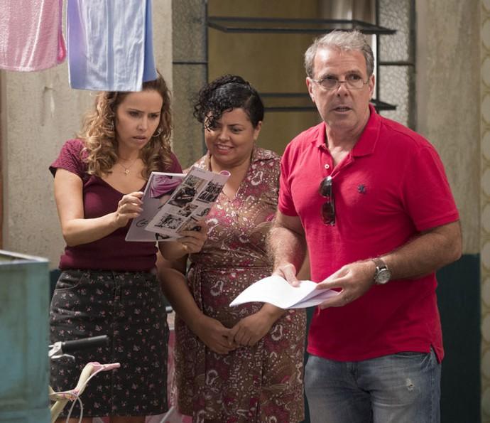 O diretor Marcus Figueiredo dirige cena de Gilda para o capítulo 100 (Foto: Estevam Avellar/Globo)