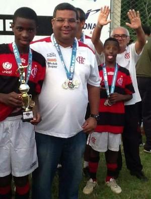 BLOG: Cruzeiro ofereceu emprego ao pai para tentar tirar Vinícius Jr do Fla