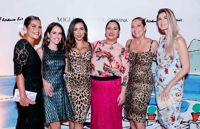 Anitta e o Vogue team (Foto: Bruno Ryfer)
