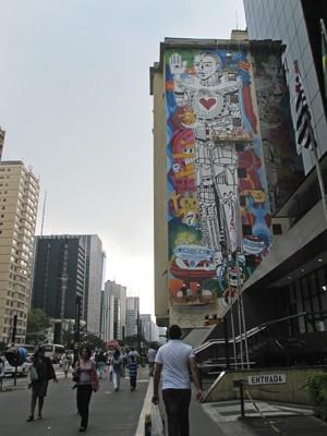 O mural 'O entusiamo de Anunnaki', na Av. Paulista, em São Paulo (Foto: Victória Brotto/G1 SP)