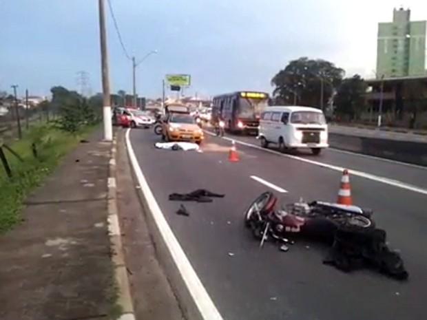 Acidente com moto na Avenida Lix da Cunha interditou trânsito em Campinas (Foto: Franklin Taver)