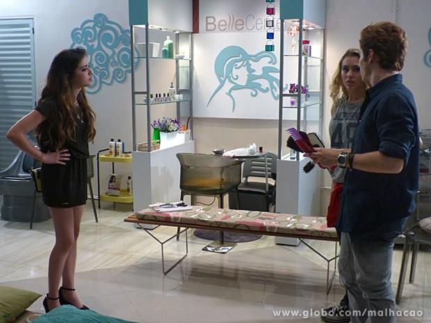 Flaviana tira satisfação com Serguei e Meg sobre a cena que presenciou