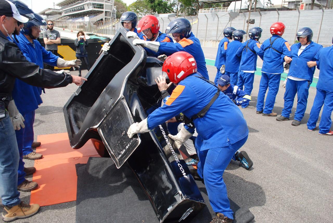 Preparativos para o simulado sem piloto no cockpit  (Foto: Divulgação/Conexão Saloma/Marcos Amaral)