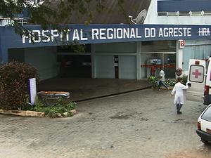 Resultado de imagem para Idosa fica ferida e morre após cair de maca de hospital em Caruaru