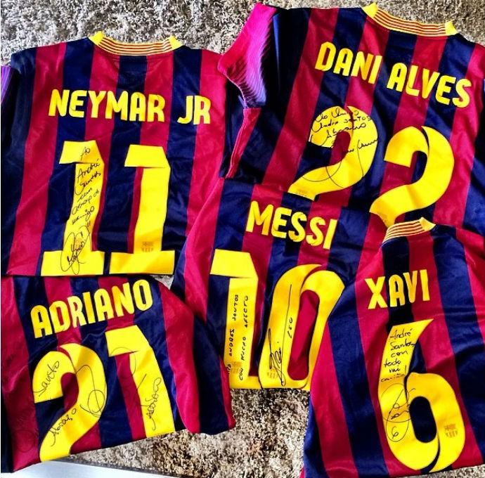 a1e4f1159a502 André Santos recebe camisetas dos amigos do Barcelona (Foto   Reprodução Instagram)