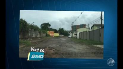 Telespectadora envia imagens de rua esburacada em Lauro de Freitas