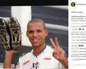 Luis Fabiano posta foto com a camisa da Ponte e recebe pedidos para voltar