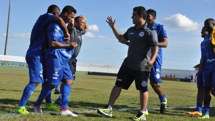 Rafael, meia do Confiança (Foto: Daniel Soares/Ascom ADC)