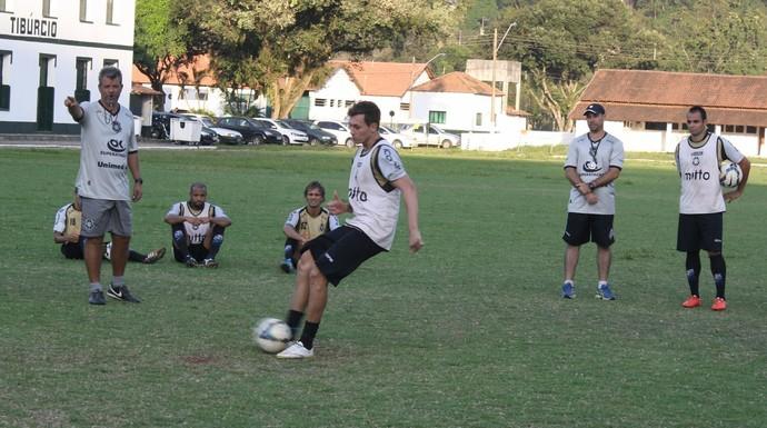 Rio Branco vem treinando constantemente com material velho (Foto: Kleber Amorim/A Gazeta)