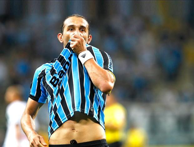 Barcos comemora gol do Grêmio contra o Figueirense (Foto: Getty Images)