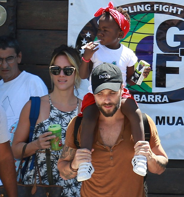 Bruno Gagliasso, Giovanna Ewbank e a filha, Titi (Foto: AgNews)