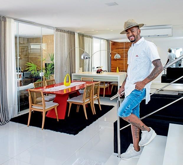 Nego do borel abre seu lar de tr s andares quem casa for Fotos casas famosos