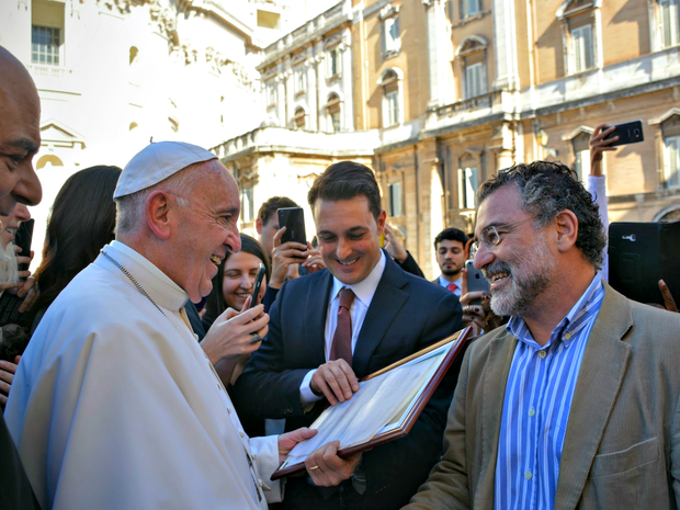 Papa Francisco recebeu carta de Virgílio Viana, superintendente-geral da FAS (Foto: Gabriela Marino/Pontifícia Academia de Ciências do Vaticano)