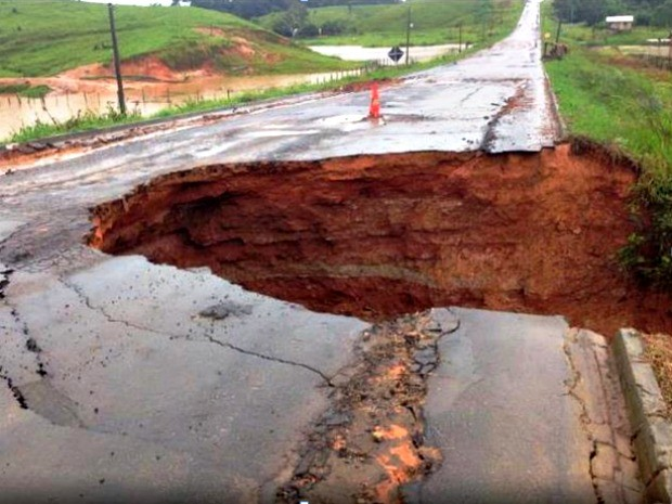 Trecho entre Taruacá e Cruzeiro do Sul foi parcialmente interditado; Dnit afirma que uma empresa foi contratada para os reparos (Foto: Divulgação/Dnit)