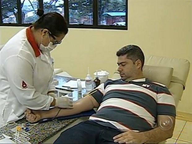 Período de restrição de doação varia conforme o tipo de vacina (Foto: Reprodução/TV Tem)