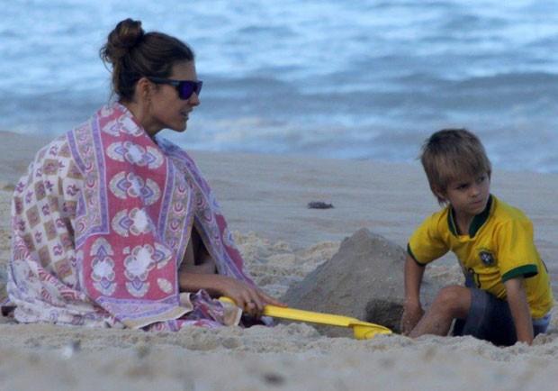 Fernanda Lima e filho (Foto: J. Humberto/Agnews)