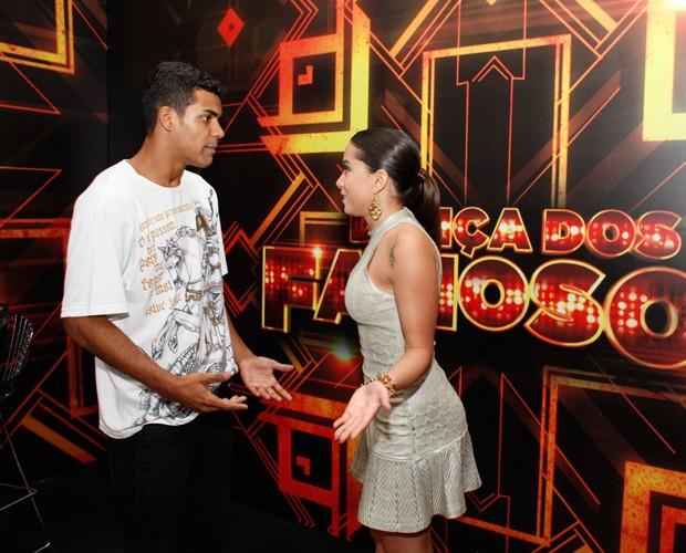 Anitta passa boas vibrações para Marcelo Melo Jr. antes da final (Foto: Arthur Seixas/Gshow)