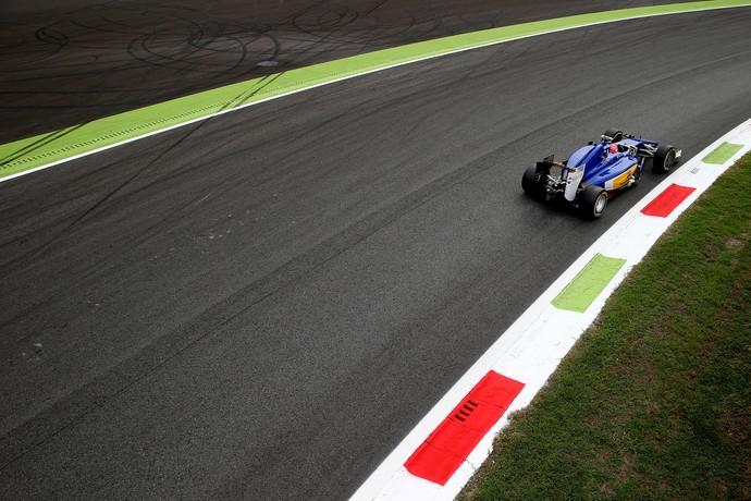 Felipe Nasr acelera a Sauber no circuito de Monza, palco do GP da Itália (Foto: Getty Images)