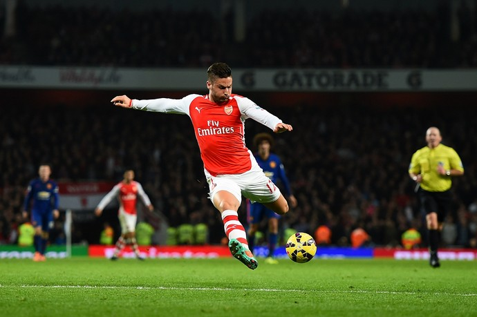 Olivier Giroud faz gol para o Arsenal contra o Manchester United (Foto: Shaun Botterill / Getty Images)