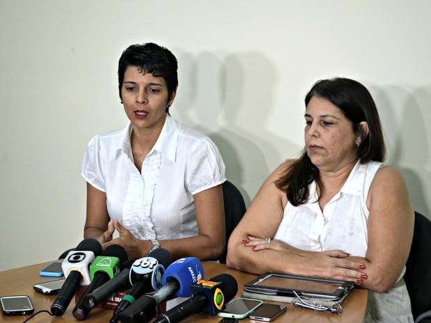 Ezanelda Magalhães, à esquerda, e a médica infectologista Rossana Macedo, à direita, falaram sobre ebola. (Foto: Veriana Ribeiro/G1)