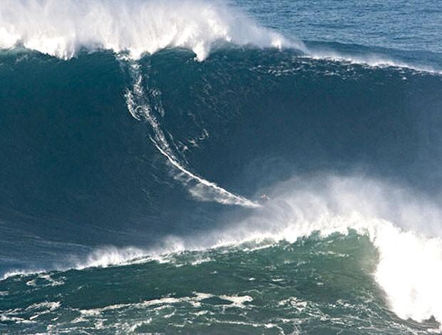 Garrett McNamara quebra recorde de surfe (Foto: Divulgação)