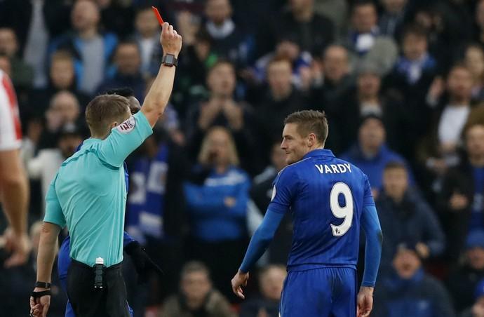 Jamie Vardy expulso Leicester x Stoke City (Foto: Reuters)