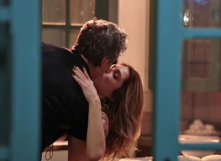 Vittorio e Lenita têm sua primeira noite de amor