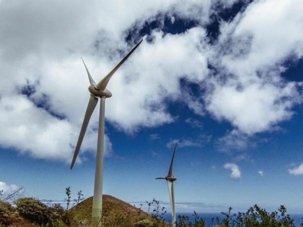 El Hierro tem clima propício para geração de energia eólica e aliou força dos ventos à água (Foto: Reprodução/BBC)